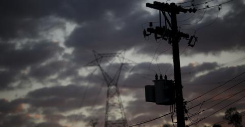 Placeholder - loading - Imagem da notícia EXCLUSIVO-Governo avalia empréstimo para apoiar distribuidoras de energia após coronavírus