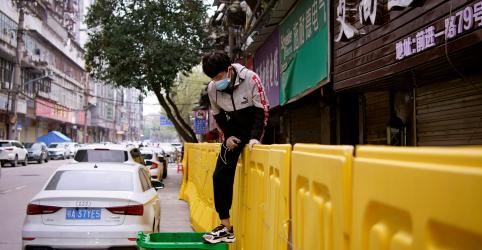 Placeholder - loading - Chinesa Wuhan vive orgulho e lamento ao suavizar quarentena do coronavírus