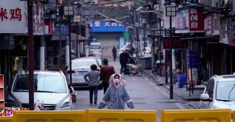 China vê menos infecções de coronavírus e calcula casos assintomáticos