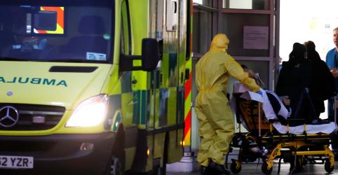 Reino Unido teme 50 mil mortos do coronavírus, mas não segue esse caminho, diz fonte