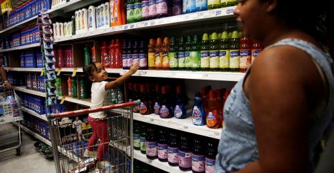 Varejo do Brasil contraria expectativa e sobe em fevereiro, ainda sem impacto do coronavírus