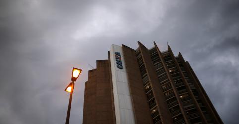Placeholder - loading - Imagem da notícia Após ambicioso plano para diminuir bancos públicos, governo consolida uso de Caixa e BNDES na crise