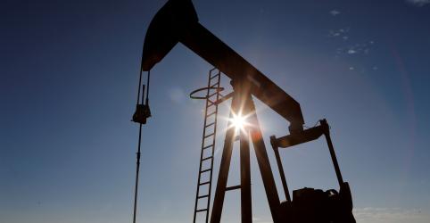 Preços do petróleo colapsam nos EUA e fecham em nível negativo pela 1ª vez na história