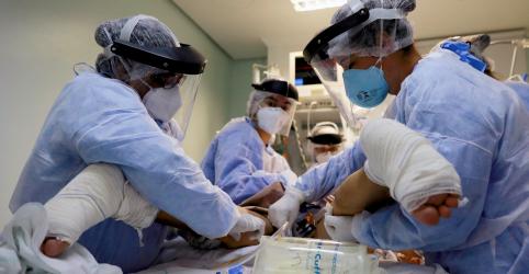 Placeholder - loading - CORREÇÃO (OFICIAL)-Brasil registra 113 mortes por coronavírus em um dia, total de casos vai a 40.581