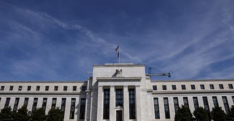 Placeholder - loading - Imagem da notícia Fed mantém taxa de juros perto de zero e enxerga riscos persistentes do vírus