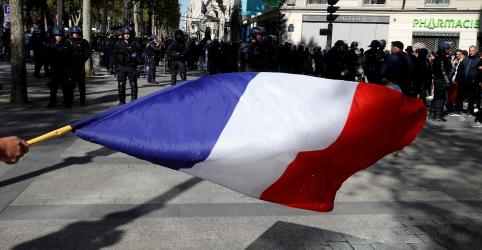 Placeholder - loading - Imagem da notícia Coronavírus joga economia da França na contração mais forte desde a Segunda Guerra