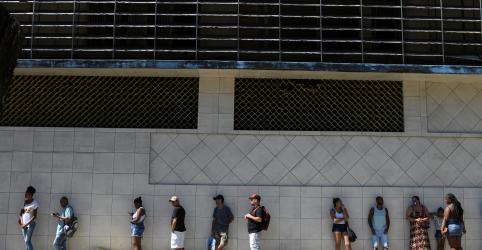 Placeholder - loading - Imagem da notícia Brasil tem desemprego de 12,2% no tri até março, diz IBGE