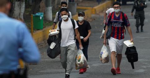 Placeholder - loading - Imagem da notícia América Latina discute saída de isolamento apesar de aceleração de casos de Covid-19