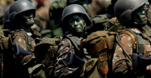 Placeholder - loading - Imagem da notícia Forças Armadas estão ao lado da democracia e da liberdade, diz ministro da Defesa