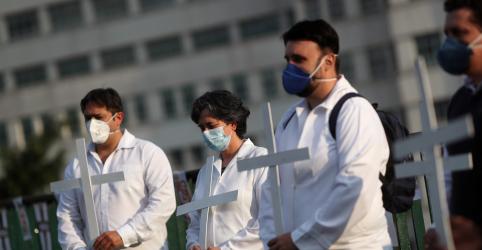 Placeholder - loading - Imagem da notícia Teich exonera servidores e muda equipe do Ministério da Saúde em meio à epidemia