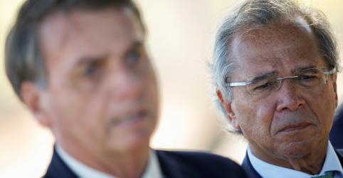 Placeholder - loading - Imagem da notícia Bolsonaro diz que segue Guedes e vetará autorização de reajuste a servidores