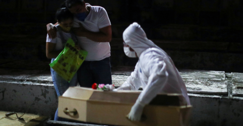 Placeholder - loading - Imagem da notícia Brasil bate recorde diário com 751 mortes por Covid-19 e total se aproxima de 10 mil