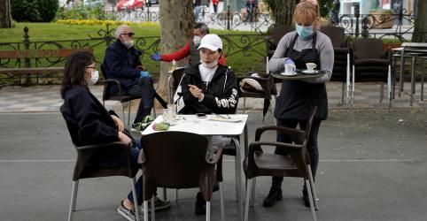 Placeholder - loading - Cafés da Espanha reabrem após número diário de mortes atingir baixa de 7 semanas