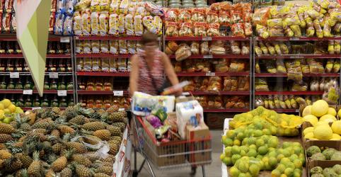 Placeholder - loading - Imagem da notícia Vendas de supermercados e farmacêuticos limitam perdas no varejo do Brasil em março