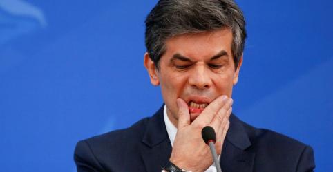 Placeholder - loading - Imagem da notícia Parlamentares avaliam como grave saída de Teich e creditam demissão à postura técnica