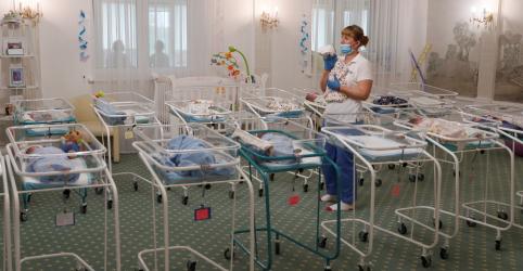 Placeholder - loading - Imagem da notícia Pais argentinos e filho recém-nascido, separados por 13.000km devido ao coronavírus