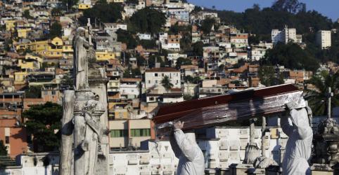 Placeholder - loading - CORREÇÃO-Brasil tem recorde diário de 1.179 mortes por coronavírus