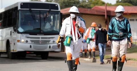 Placeholder - loading - Imagem da notícia Cientistas estimam até 50 mil mortes por Covid-19 na África do Sul