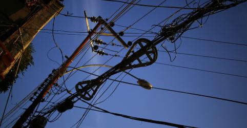 Placeholder - loading - Imagem da notícia Elétricas terão até R$16 bi em apoio por Covid, com pagamento em 5 anos