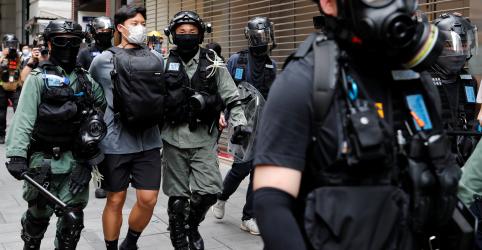 Polícia de Hong Kong prende 300 entre milhares em protesto contra leis de segurança