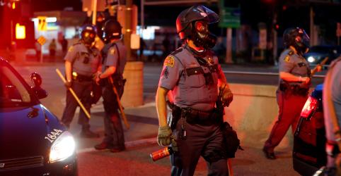 Placeholder - loading - Imagem da notícia Polícia de Minnesota prende ao vivo repórter da CNN que cobria protestos de Mineápolis