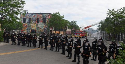 Placeholder - loading - Imagem da notícia Governador de Minnesota pede fim da violência e diz esperar por justiça rápida em caso Floyd