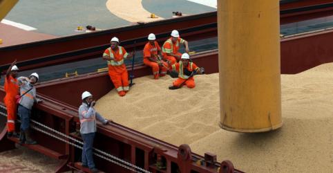Placeholder - loading - Imagem da notícia Exportação de soja, petróleo e açúcar do Brasil dispara em maio com suporte da China