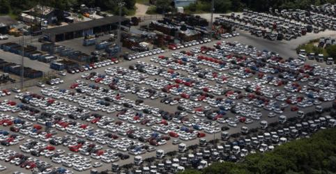 Placeholder - loading - Imagem da notícia Venda de veículos melhora em maio ante abril, mas desaba 75% ano a ano, diz Fenabrave