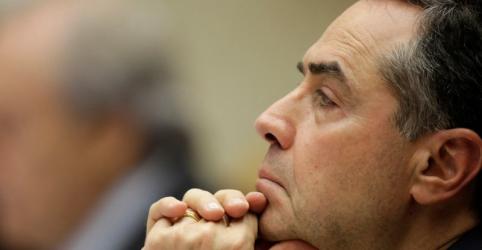 Placeholder - loading - Imagem da notícia Barroso dá boas-vindas a Moraes como titular no TSE em 'ano que vai ser dureza'