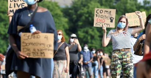 Placeholder - loading - Imagem da notícia Protestos por morte de George Floyd expõem crueza das relações de raça no mundo
