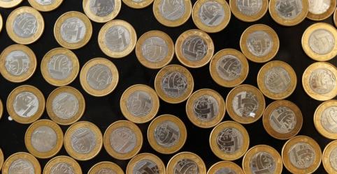 Placeholder - loading - Imagem da notícia Tesouro emite US$3,5 bi em primeira incursão no mercado externo desde novembro