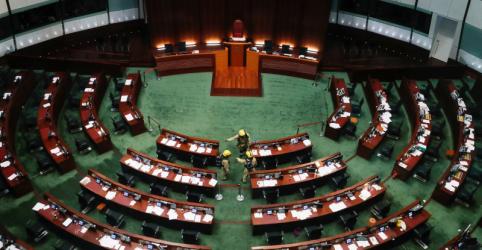 Placeholder - loading - Imagem da notícia Legislativo de Hong Kong aprova lei sobre Hino Nacional em meio a protestos