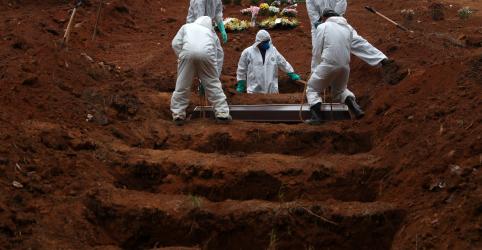 Placeholder - loading - Imagem da notícia Brasil passa de 34 mil mortes por Covid-19 e supera Itália; ministério atrasa divulgação
