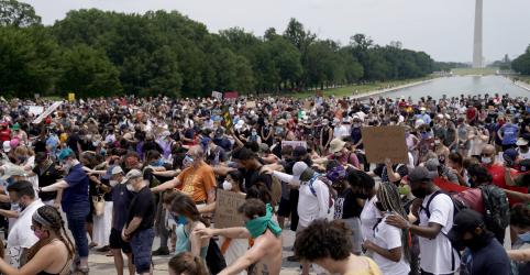 Placeholder - loading - Imagem da notícia Milhares de manifestantes se juntam em Washington para protesto contra racismo