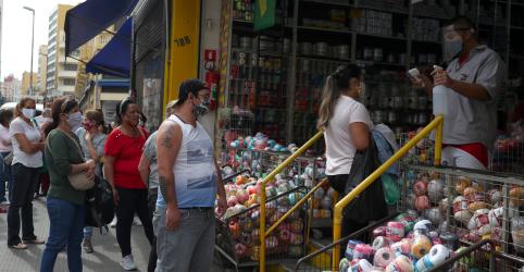 Placeholder - loading - Reabertura de comércio de rua tem movimento intenso no centro de São Paulo
