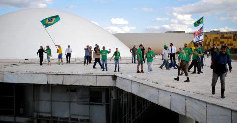 Placeholder - loading - Imagem da notícia Sara Winter e outros cinco ativistas bolsonaristas são presos temporariamente