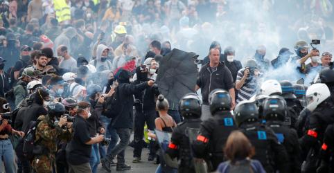Placeholder - loading - Grupos violentos invadem protesto pacífico de trabalhadores de saúde em Paris, diz polícia