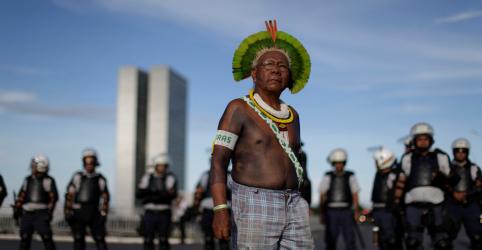 Placeholder - loading - Imagem da notícia Líder de protesto contra Belo Monte, cacique Paulinho Paiakan morre de Covid-19