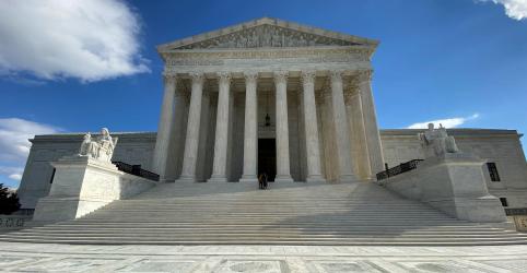Placeholder - loading - Suprema Corte dos EUA contraria Trump e mantém programa de proteção a imigrantes