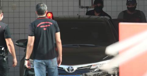 Placeholder - loading - Imagem da notícia Advogado de Queiroz diz que prisão foi desnecessária e não cogita delação