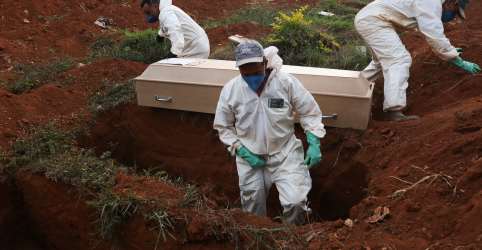 Placeholder - loading - Imagem da notícia Com 641 novos óbitos, Brasil supera oficialmente 50 mil mortes por Covid-19 no domingo