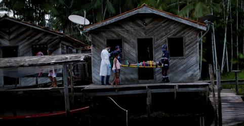 Placeholder - loading - Imagem da notícia WIDER IMAGE-Com avanço da Covid-19 pelo Rio Amazonas, serviços de saúde fazem o que podem