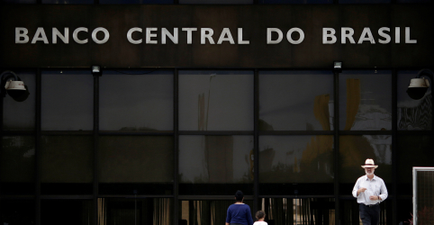 Placeholder - loading - Imagem da notícia Estoque de crédito no Brasil sobe 0,3% em maio por apetite de empresas, aponta BC