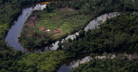 Placeholder - loading - Imagem da notícia ESPECIAL-Corrida do ouro na Amazônia: garimpo ilegal ameaça povo ianomâmi