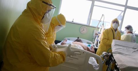 Placeholder - loading - Imagem da notícia Brasil registra 46.860 novos casos de Covid-19 e mais 990 mortes