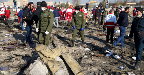 Placeholder - loading - Imagem da notícia Promotor militar do Irã diz que erro humano causou queda de avião ucraniano em janeiro, segundo agência