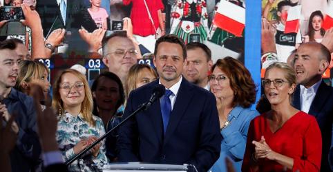 Placeholder - loading - Imagem da notícia Candidato presidencial de oposição promete acabar com monopólio de poder na Polônia