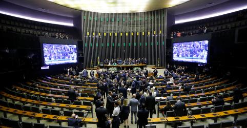 Placeholder - loading - Imagem da notícia Câmara aprova em 1º turno texto principal de PEC que adia eleições municipais para novembro