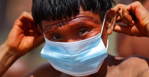 Placeholder - loading - Militares distribuem máscaras para índios isolados da Amazônia