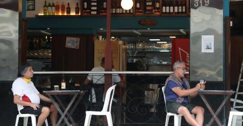 Placeholder - loading - Com mortalidade elevada, Rio reabre bares e academias em volta 'precipitada' à normalidade